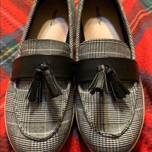 Perfect b/w plaid slip on loafer w/tassel-size 9